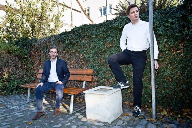 Dansk duo lader vejret bestemme dine annoncer