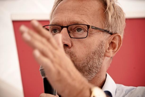 """Anders Dam vil forbyde aktieoptioner: """"Det risikerer jo at få karakter af et tag-selv-bord"""""""