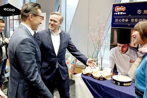 Danskere på fælles jagt efter Alibabas guld