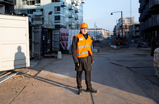 Byggeboss deler overskuddet med ansatte  I kampen om arbejdskraft i byggebranchen er virksomhederne nødt til at se sig om efter andre måder at holde på de ansatte. Hos Sjælsø Management håber de, at deres overskudsprogram kan holde på medarbejderne.