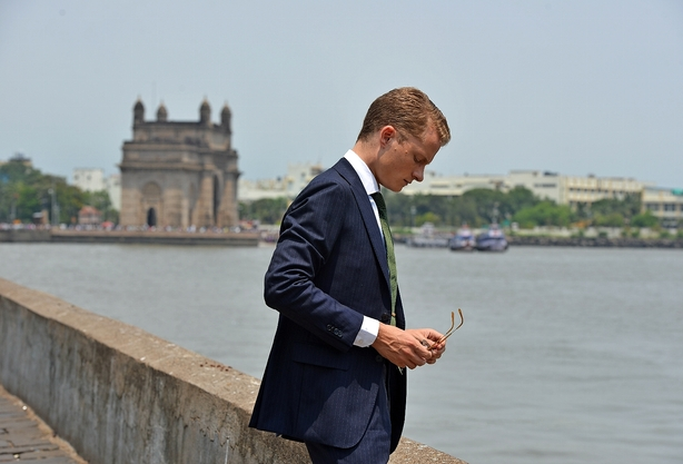 Han �bner selskabers d�r til Indiens mia-marked