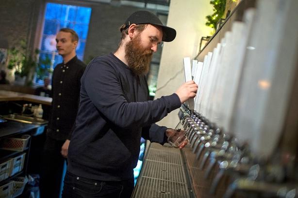 """Stifteren af To Øl har fået succes ved at lade de ansatte bestemme: """"Det handler om at vide, hvornår jeg skal holde mig væk"""""""