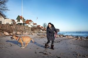 Nyborgs strande, butikker og cafeer med skuespilleren Betty Glosted