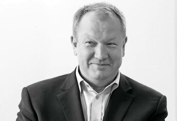 Anders Holch satser flere penge på succesrig direktør