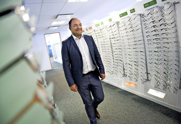 Louis Nielsen-kæden ser milepæl: Omsætningen runder 1 mia kr