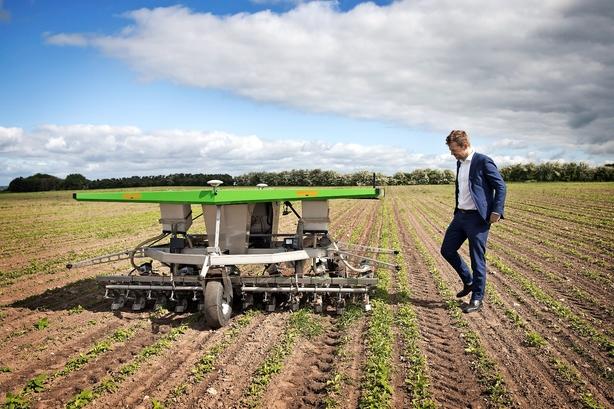 Robotrigmand satser på økologisk roehakker