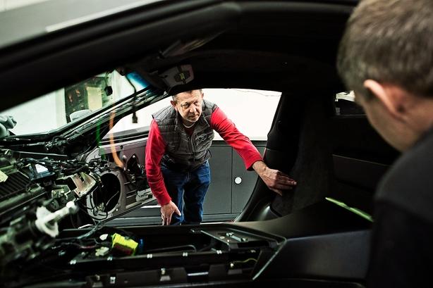 Russisk rigmand sælger alle sine aktier i superbilfabrikant i Præstø
