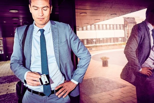 Flere danske butikskæder er på vej til at droppe dankortet