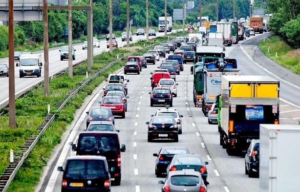 Bilbranche og fagboss i fælles opråb: Tryk speederen i bund i forhandlinger om bilafgifter