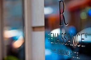 Paris' femstjernede batterioplader